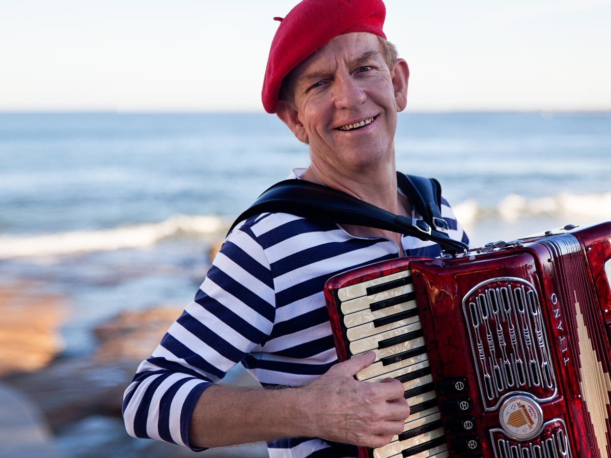 french solo accordian party musician sunshine-coast brisbane gold-coast