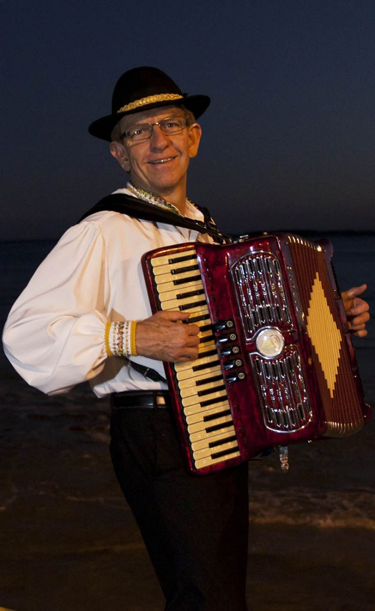 italian vocal and accordion duo for parties special events concerts and cultural occasions